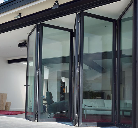 https://hampton.co.uk/wp-content/uploads/2019/12/bi-fold-doors-img-1.jpg