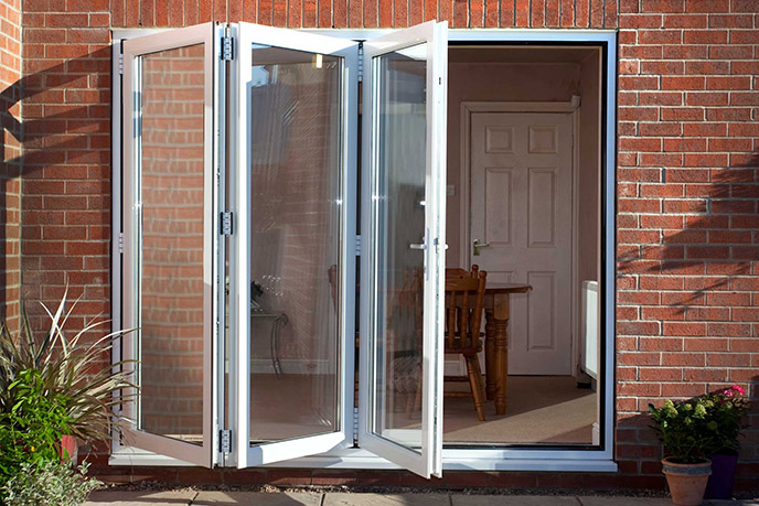 https://hampton.co.uk/wp-content/uploads/2019/12/bi-fold-doors-img-2.jpg