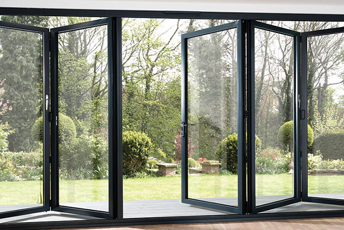https://hampton.co.uk/wp-content/uploads/2019/12/bi-fold-doors-img-3.jpg