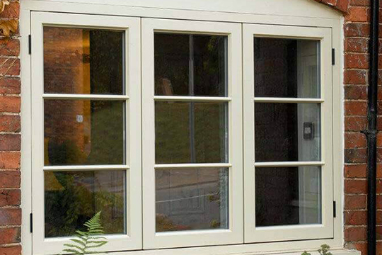 https://hampton.co.uk/wp-content/uploads/2019/12/wooden-windows-img-4.jpg